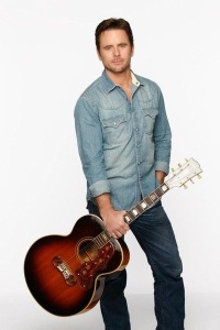 Charles Esten (Deacon Claybourne) © ABC